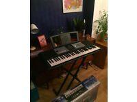 Yamaha EZ-220 Keyboard + stand