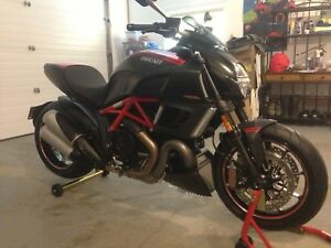 Selling Ducati Diavel Red-Carbon in NEW condition PRICE LOWERED