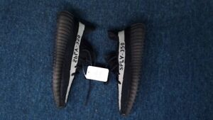 Yeezy Boost 350 V2 Oreo - Perfect Condition