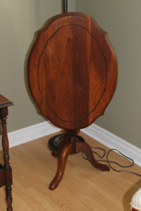Antique Tilt Top Table (heavy, sturdy & excellent condition)