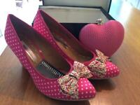 Size 7 ladies shoes and matching bag