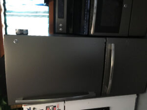 GE Refridgerator and stove for sale