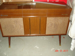 FLEETWOOD ANTIQUE RECORD PLAYER- STEREO HI-FI