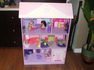 Grande maison poupée en bois  450-994-2242
