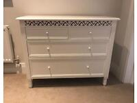 Pretty small chest of drawers excellent condition