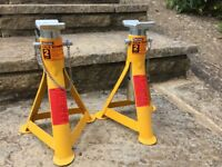 Pair of Halford axle stands, 2 tonne limit