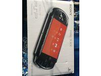Sony Slim & Lite PSP 3004 (Piano Black)