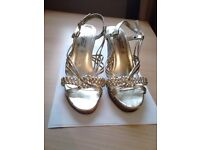 NEW LOOK LADIES SUMMER SANDALS (WEDGE) SIZE 5 - GOLD COLOUR - Good condition