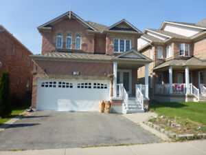 Great Courtice Home In Superior Location