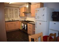 Lovely double room just minutes away from Caledonian tube