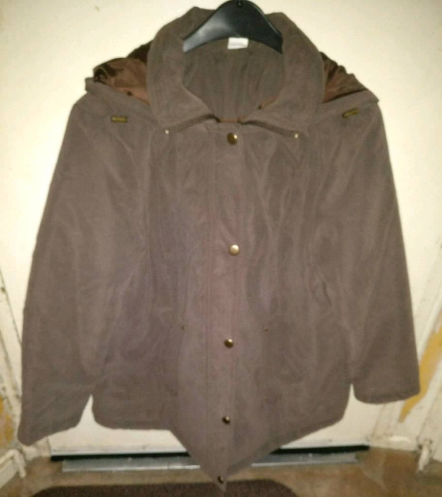 Ladys Winter Jacketin Putney, LondonGumtree - Chocolate brown ladys padded and hooded winter jacket. Size 20 petite (ideal for a lady with shorter arms). I tried it on when I bought it but tried it with a thicker top underneath too late to return it. Other than that it hasnt been worn