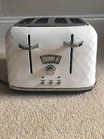 White delongi toaster