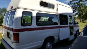 1999 Ford Handicapped Van/Bus with electric lift