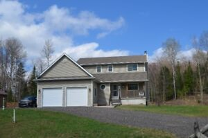 EXECUTIVE TYPE COUNTRY HOME, SHORT COMMUTE TO NORTH BAY!