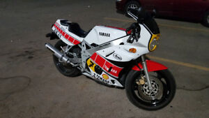 FZR400 Barry Sheene Race Replica