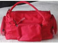BEAUTIFUL RED LADIES HANDBAG, BNWOT.
