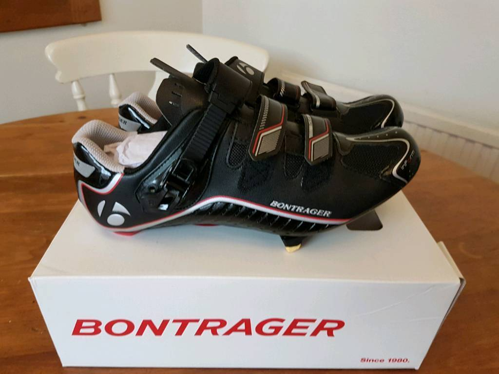Bontrager DLX Road Shoein Knaresborough, North YorkshireGumtree - Bontrager Race DLX Road Shoes in virtually new condition. Worn once but didnt like the clip in thing so hence for sale. Size is UK 10 but Im a 9 and fitted perfectly. They have Shimano cleats (I think thats what they are called) fitted. Boxed and...