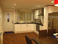 LUXURY Double ROOM IN MODERN HOUSE in FALLOWFIELD, All Bills Included