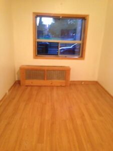 3 bedroom at Lippincott (Bathurst & College) available