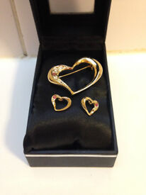 **BRAND NEW** Matching gold heart shaped brooch & earrings with red stone fashion jewellery