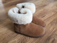 Toddler girls Ugg Boots size 9 BRAND NEW IN BOX RRP £55