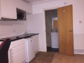 Self-contained Studio flat in E14 9QZ Direct from Landlord - Rent £950pcm all Bills included!!!