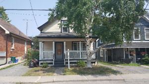 5 bdrm student house for rent close by Queens