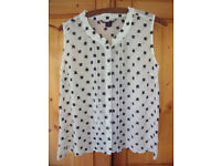 Lightweight loose sheer white/black embroidered decoration sleeveless shirt/blouse. Size 10. £4 ovno