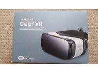 Samsung Gear VR Oculus in frost white like new for Samsung Note 5, S6's and S7's