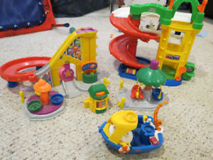 Fisher Price Little people Lot of toys