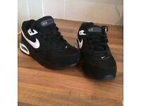 Nike air max . Brand New kids uk size 11