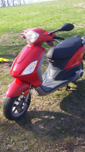 Beautiful 150cc Vespa Piaggio Scooter,low kms
