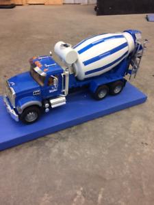 Camion à ciment Mack - Bétonnière