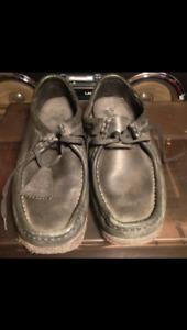 Clarks wallabies black leather low cut