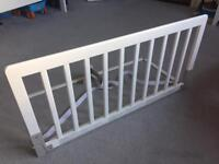 Babydan bed guard - white wood