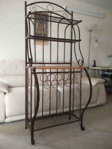 Beautiful wrought iron shelf in great condition (Guelph)