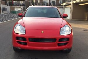 Mint lady driven Porsche Cayenne S