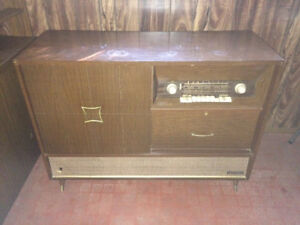 ANTIQUE FLEETWOOD TV RECORD PLAYER AND STEREO COLLECTOR HI-FI