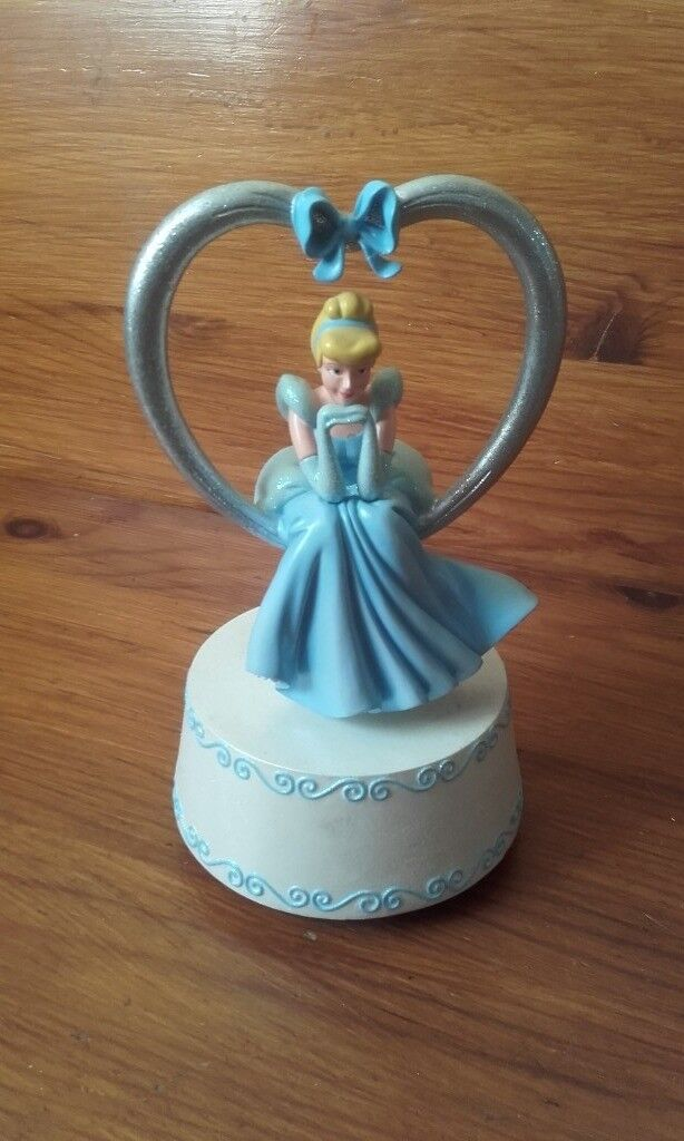 PRICE REDUCED - CERAMIC WALT DISNEY MUSICAL PRINCESS FROM DISNEY WORLD FLORIDA IN MINT CONDITION