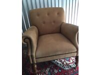 Beautiful Vintage Style Button Back Armchair | Peach |