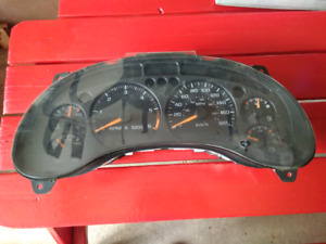 Gauge cluster - From 2005 Chevrolet Blazer