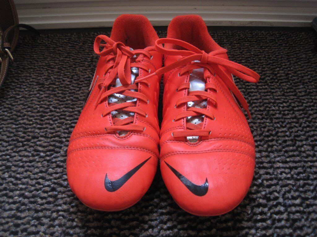 Nike Football boots for salein Southampton, HampshireGumtree - Nike Football boots UK size 5 These boots have moulded studs. The boots have only been worn for 8 weeks then my son grew out of them so they are in excellent condition. I am happy to post the boots for a postage fee of £2.90