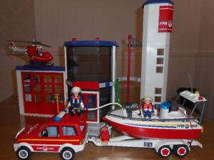 PLAYMOBIL POMPIERS caserne+hélicoptère+bateau+jeep