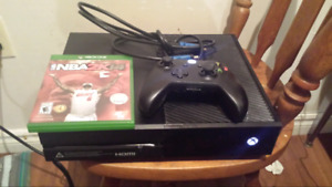 Xbox One mint condition, controller mint condition 1 game.