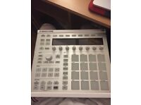 Native Instruments Maschine MK2 white with box and software included.