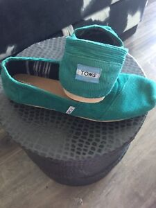 Green Toms for those casual summer evening strolls