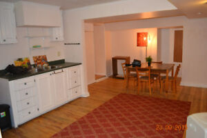 AVAILABE AUGUST OR SEPT 1 - 3-BR APT ELIZABETH AVENUE
