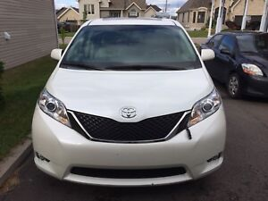 Sienna limited AWD full equipped!