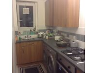 I'm looking for 2 or 3 house/flat in E1