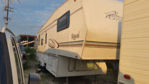 2003 Coachmen Royal 33ft 5th wheel fully loaded $5500